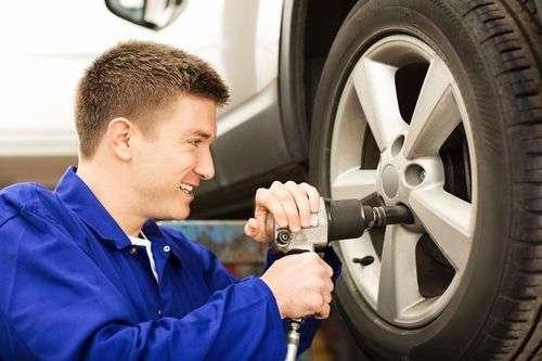 Autó és gumiszerelő munkatársakat keresünk!